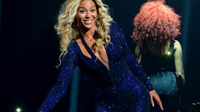 Beyoncé luce su retaguardia con revelador atuendo