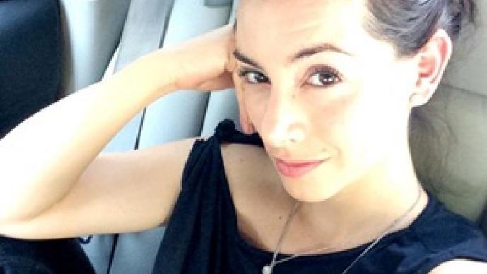 Claudia Lizaldi, yoga, mascotas, Perros, fanática