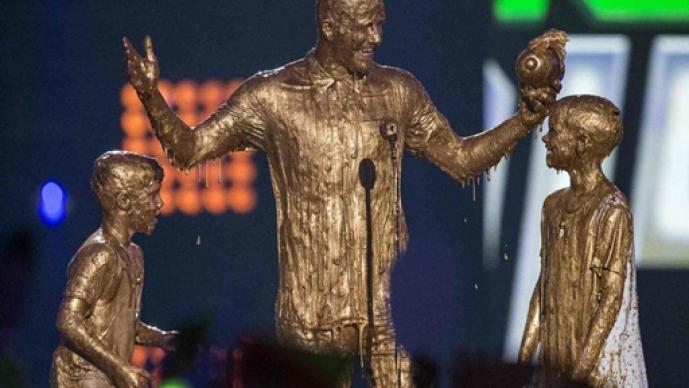 David Beckham, baño de oro, Los Angeles, Nickelodeon Kids' Choice Sports Awards 2014, Nickelodeon, hijos, Romeo, Cruz,