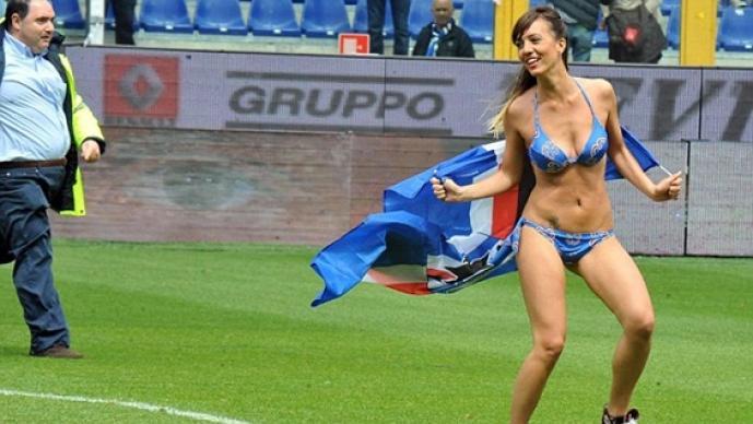 Espontánuea, desnuda, cancha, futbol, Sampdoria, Napoli, serie A, Italia, italiana