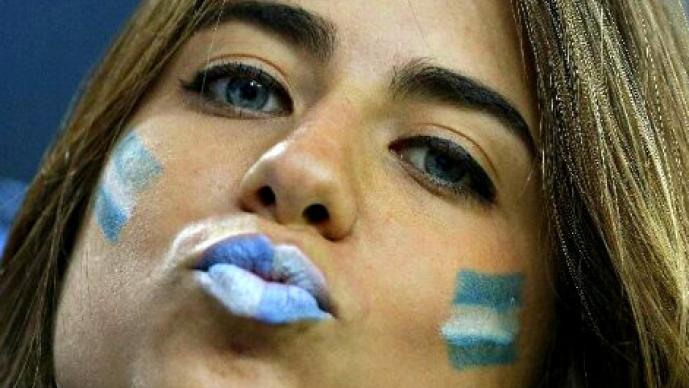 Aficionadas compiten por ser las más bellas del Mundial