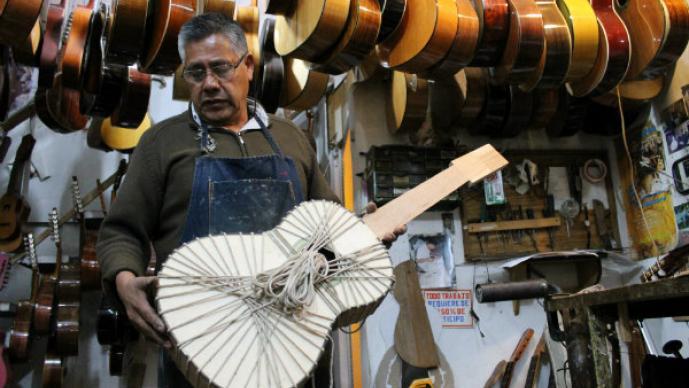 Nuestro ofocio, Enrique, laudero, guitarras, artesanal,