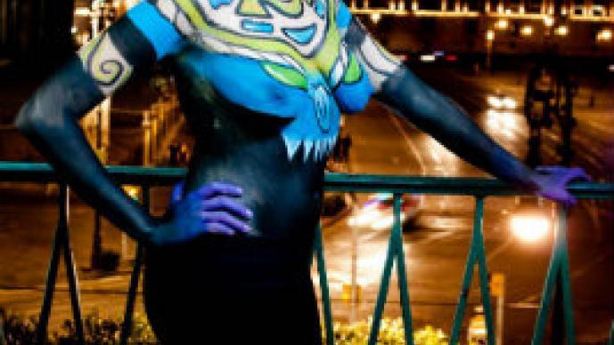 Jóvenes en body paint conquistan el Zócalo | FOTOS