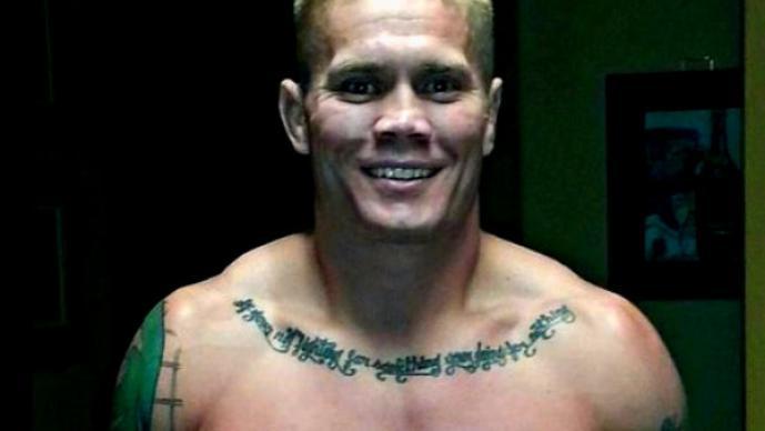 Peleador de la UFC se dispara accidentalmente con una pistola, Joe Riggs