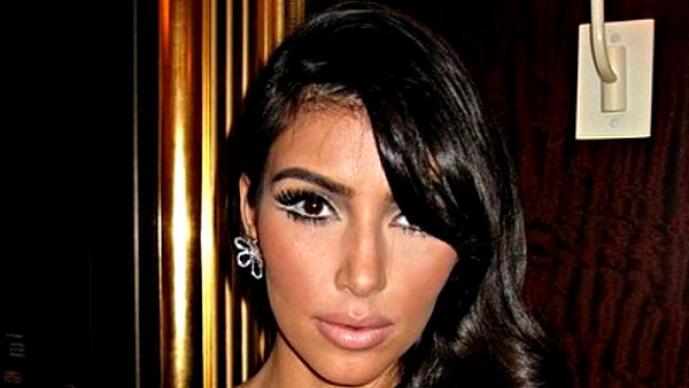 Kim Kardashian y su sexy manera de comer