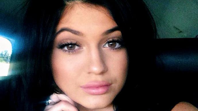 Hermanita de Kim Kardashian tendría romance prohibido