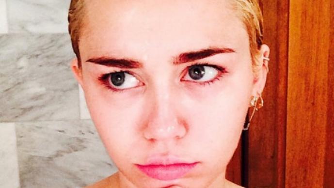 Miley Cyrus se desnuda para exclusiva revista