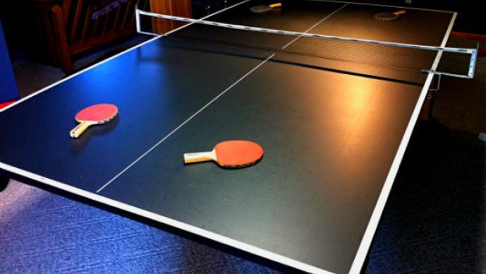 Crean torneo de ping-pong nudista | GALERÍA