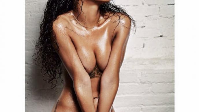 Rihanna muestra sus encantos en una revista