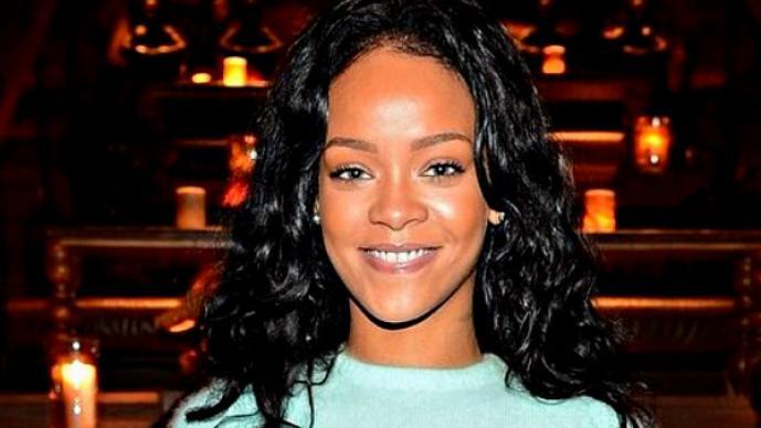 Rihanna se burla de la derrota Brasil en Twitter