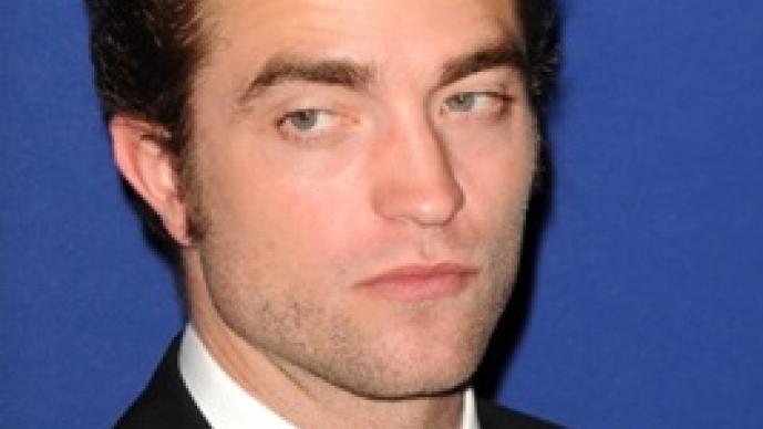 Robert Pattinson, Leonardo DiCaprio, Ewan McGregor, Ben Affleck, Brad Pitt, Matthew McConaughey, Viggo Mortensen, Orlando Bloom, Miranda Kerr, Collin Farrell, Johnny Depp, Vanessa Paradis, huelen mal, mal olor, bañarse,