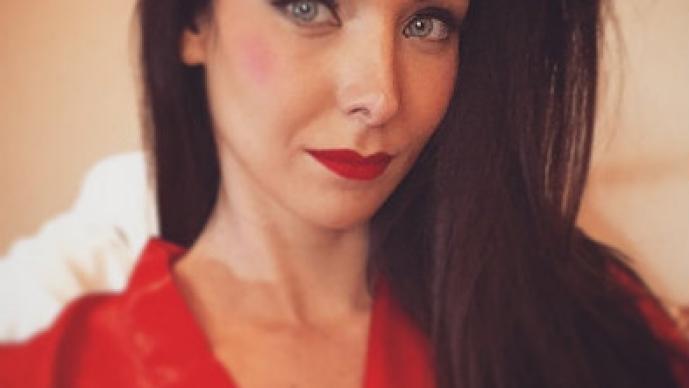 """Ex Miss Universo y su polémica """"selfie"""" con animal en extinción"""