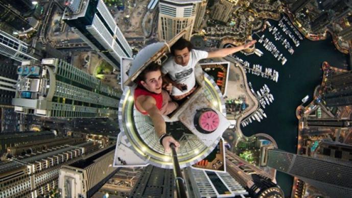 selfie, Alexander Remnev, alturas, Dubai, Moscú, Rusia, Instagram, redes sociales
