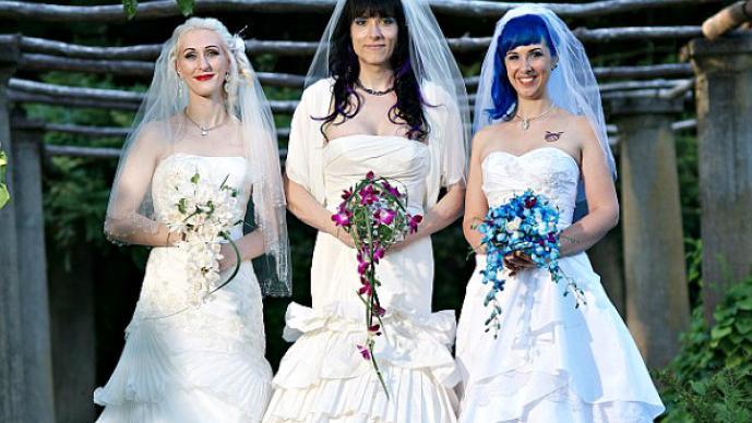 Trio de mujeres protagoniza boda única en su tipo