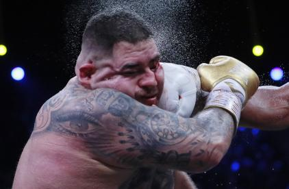 El mexicano perdió el combate en Arabia Saudita