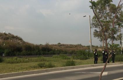 Motociclista menor de edad intenta quemar vivo a joven albañil, en la Ciudad de México