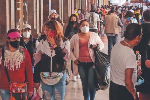 Aún en pandemia y con pocas medidas, toluqueños siguen con su vida normal