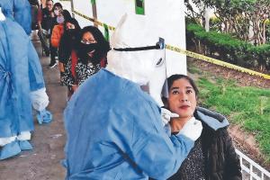 Crecen las filas en módulos para pruebas Covid-19, en el Valle de Toluca