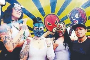Santa Máscara Tattoo ha rendido a varias estrellas del pancracio para teñirles la piel