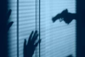 Hombre se da a la fuga tras matar a sus hijastras y herir a su pareja, en Guerrero