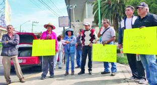 Burócratas contra sus líderes por no protestar por ley del ISSEMyM, en Toluca. Noticias en tiempo real