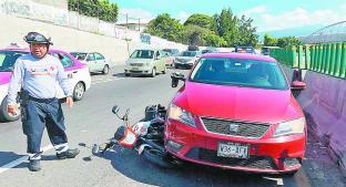 Sale ileso motociclista que fue arrastrado por automóvil, en Cuernavaca. Noticias en tiempo real