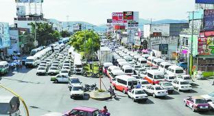 Ruteros y taxistas realizan otro bloqueo, en Cuernavaca. Noticias en tiempo real