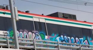 Grafitean obras de Tren Interurbano, en Toluca. Noticias en tiempo real