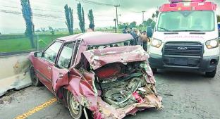 Choque por detrás deja padre muerto y a hijo lesionado, en Zinacantepec. Noticias en tiempo real