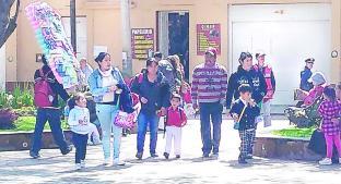 Policías vigilan escuelas por el inicio del ciclo escolar, en Toluca. Noticias en tiempo real