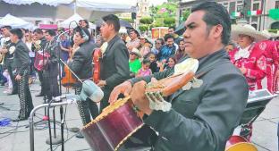Mariachis arman fiesta para fomentar tradiciones, en Plaza de los Mártires . Noticias en tiempo real