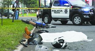 Estudiante motociclista muere arrollado por camión de pasajeros, en Toluca. Noticias en tiempo real