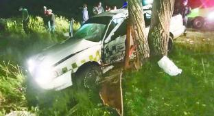 Taxista fallece al chocar contra árbol, en Villa Victoria. Noticias en tiempo real