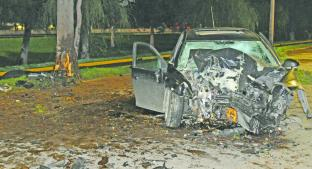 Muere mujer al estampar su automóvil contra árbol, en San Mateo Atenco. Noticias en tiempo real
