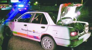 Chofer a exceso de velocidad choca y abandona su auto, en la colonia Antonio Barona. Noticias en tiempo real