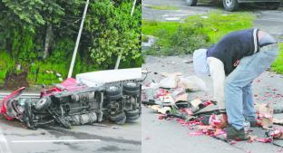 Tráiler cargado de chicles chocó contra otro tráiler y terminó volcado, en Ocoyoacac. Noticias en tiempo real