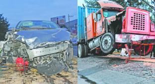 Conductor ebrio se estrella contra camión en la carretera Toluca - Palmillas. Noticias en tiempo real