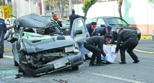 Conductor muere luego de impactarse con tráiler, en Toluca. Noticias en tiempo real