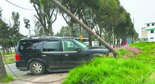 Conductor provoca choque al salir de carretera, en Toluca. Noticias en tiempo real