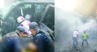 Tras accidente el vehículo comenzó a incendiarse, en Valle de Bravo. Noticias en tiempo real
