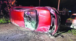 Automovilista volcó en Metepec por ir a exceso de velocidad. Noticias en tiempo real