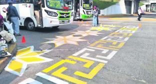 Pintan cebras peatonales con inspiración en la cultura otomí, en Toluca. Noticias en tiempo real