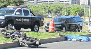 Motociclista pierde la vida tras aparatoso accidente sobre Boulevard Bernardo Quintana. Noticias en tiempo real