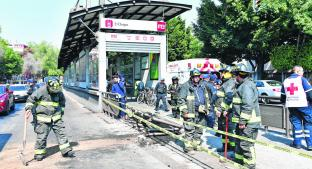 Diplomático japonés se estrella con Metrobús y lesiona a un hombre. Noticias en tiempo real