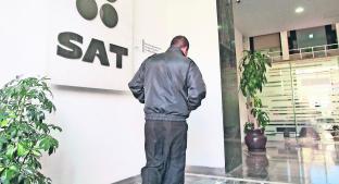 SAT denuncia a 555 empleados 'transas' de la administración anterior. Noticias en tiempo real