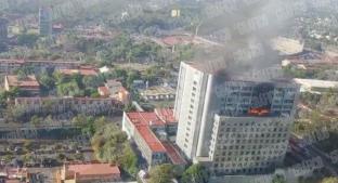 Cóndor rescata a tres personas de incendio de Conagua, en CDMX. Noticias en tiempo real