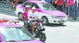 Van por operativo contra motorizados en CDMX, uso obligatorio de chaleco y casco rotulados. Noticias en tiempo real