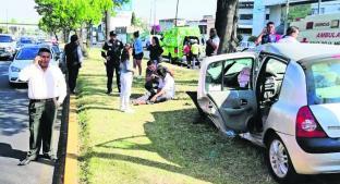 Fuerte accidente vehicular deja cuatro lesionados, en Paseo Tollocan . Noticias en tiempo real