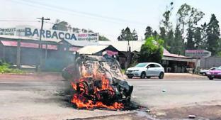 Habitantes someten a ladrones de autos y queman su nave, en Edoméx. Noticias en tiempo real