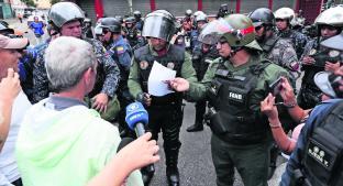 Opositores se manifiestan en cuarteles y piden apoyo del ejercito, en Venezuela. Noticias en tiempo real